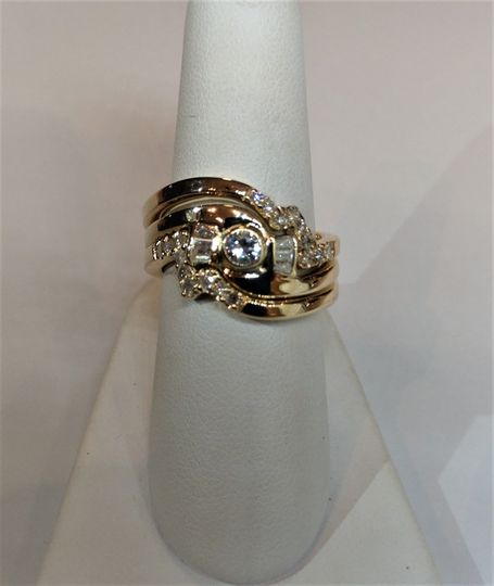 Three-ring set in yellow gold