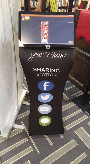 Photo sharing station