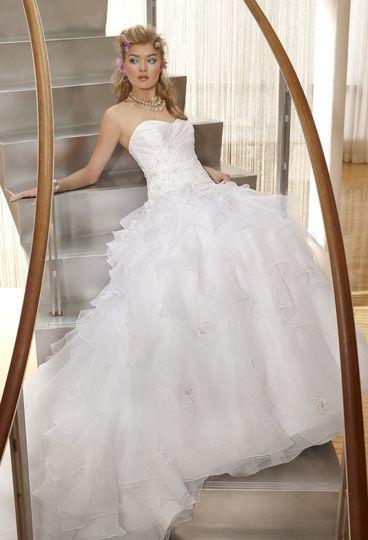 42420-7254W  This beautiful diamond white, strapless wedding dress has a taffeta bodice,...