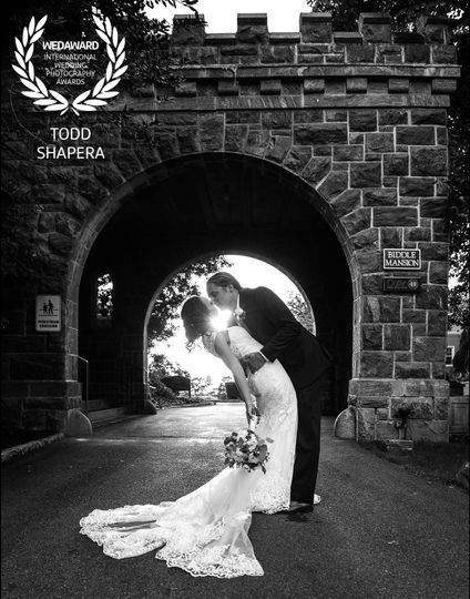 Tarrytown House Arch Kiss