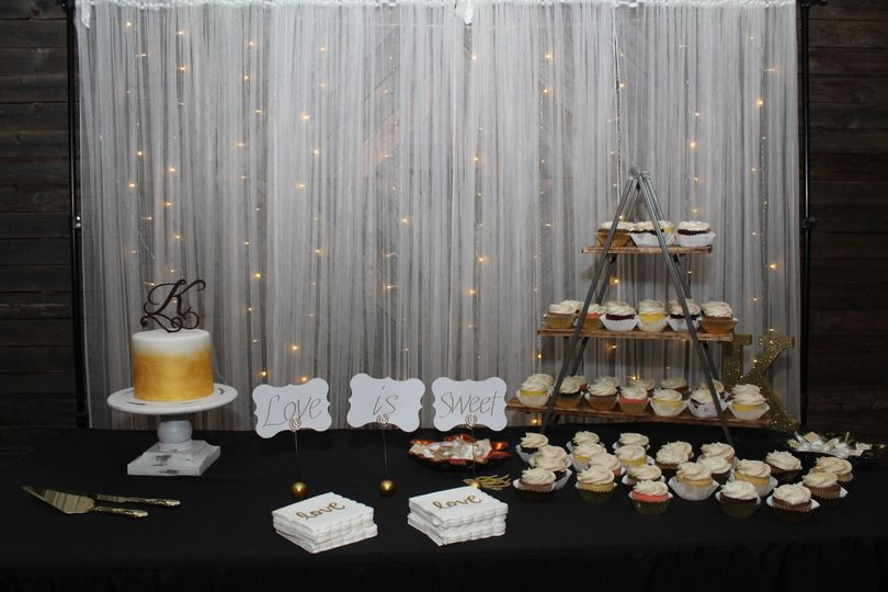 The cake table all set out