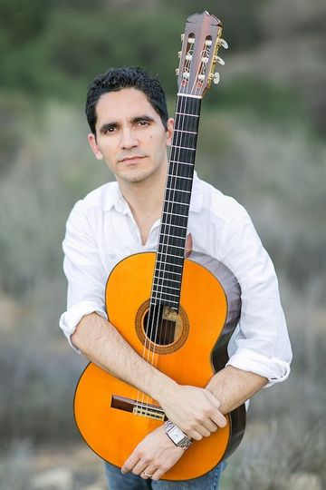 Tavi Jinariu, Classical Guitarist Press Photo