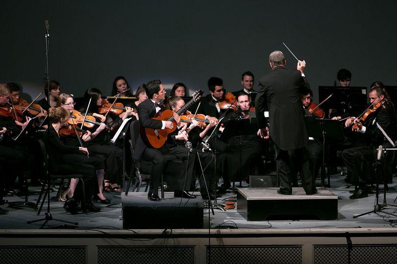 Tavi Jinariu, Classical Guitarist performing Concierto de Aranjuez