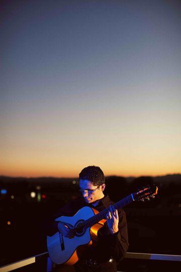 tavi jinariu classical guitarist 5