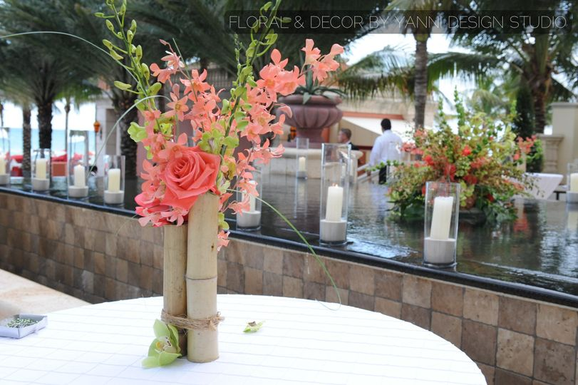 outdoor wedding floral centerpiece at the acqualin