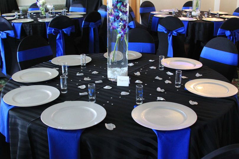 Choose Linens and Napkins in your Wedding Colors