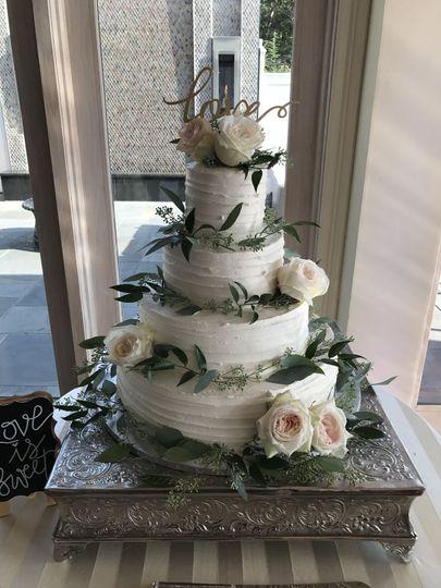 Cake decoration with O'hara Garden Roses