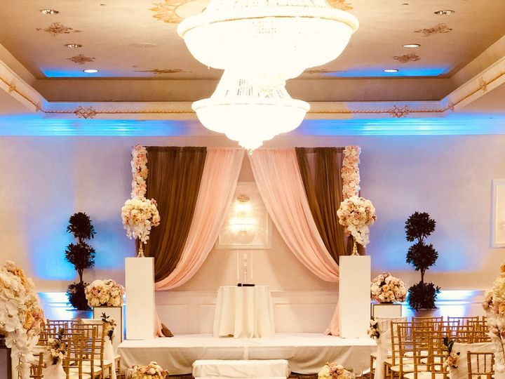 Tmx 3c88fa25 9978 424d 92b2 4f5a8b9bf7de 51 996295 1557445466 Bloomfield, NJ wedding florist