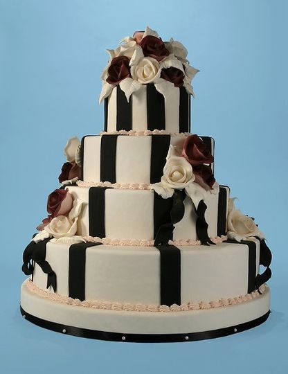 A trendy cake for elegant modern brides