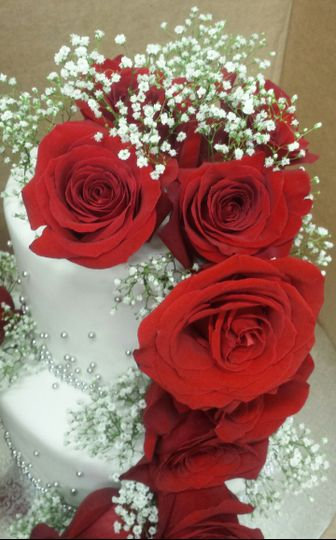 Silver pearls and red roses wedding cake