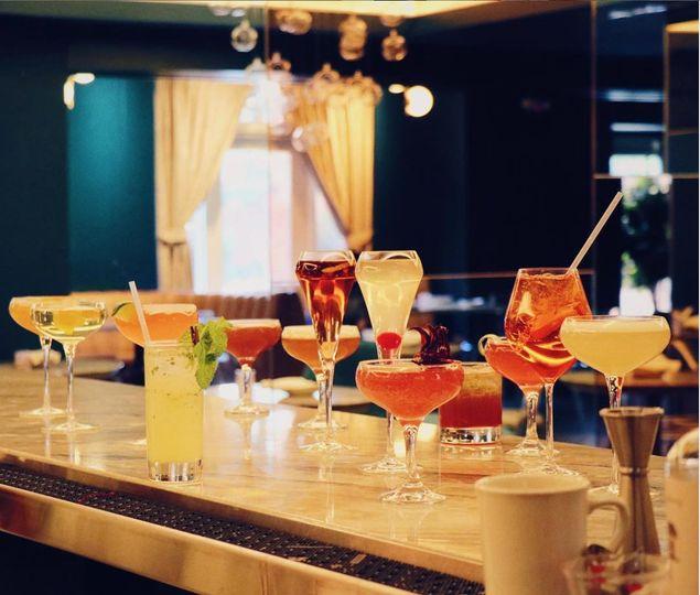 Sparkling champagne cocktails