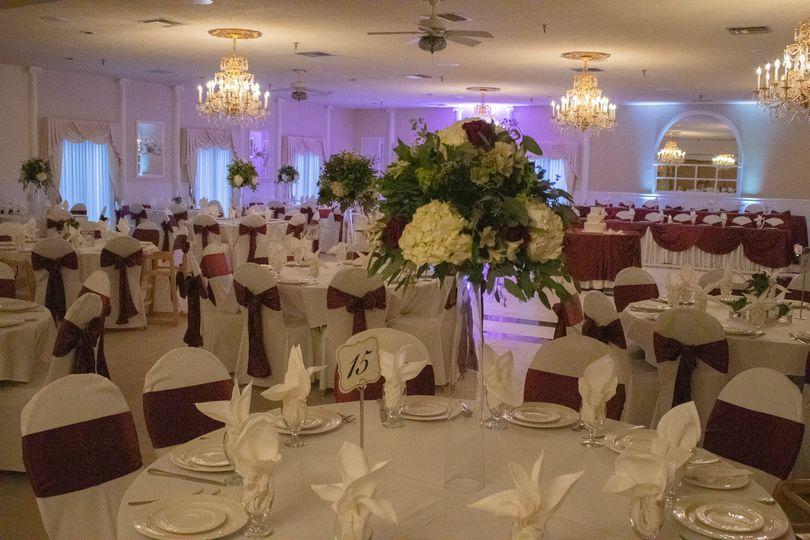 White & burgundy decor