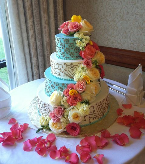 Blue and white wedding cake with flowers