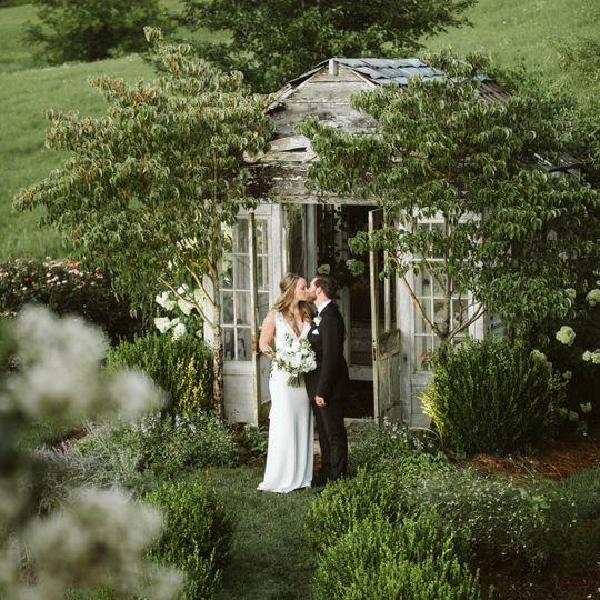 Newlyweds kissing - Peter Newsom Photography