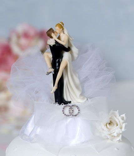 This beautiful cake topper features a pair of entwined rhinestone rings on an organza bow and tulle....