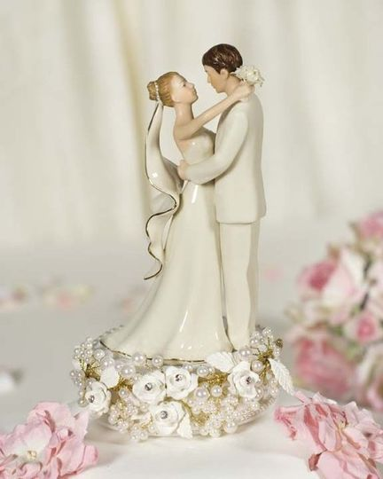 This stunning recreation vintage cake topper features a sprig of rhinestone studded roses in a sea...