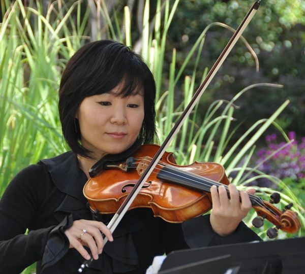 Violinist reading the score sheet