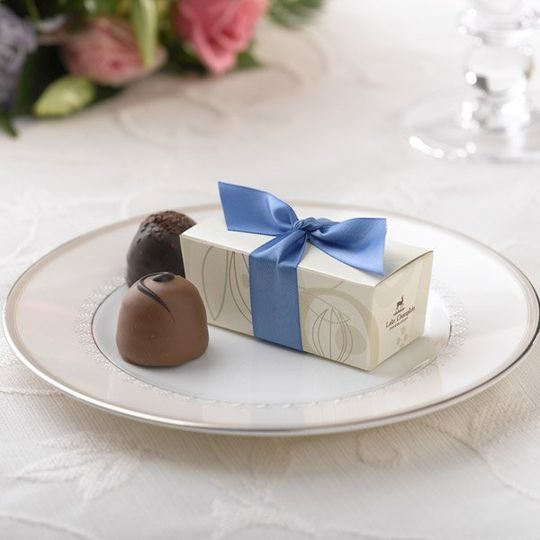 Cocoa Pod Favor Box - Periwinkle Ribbon