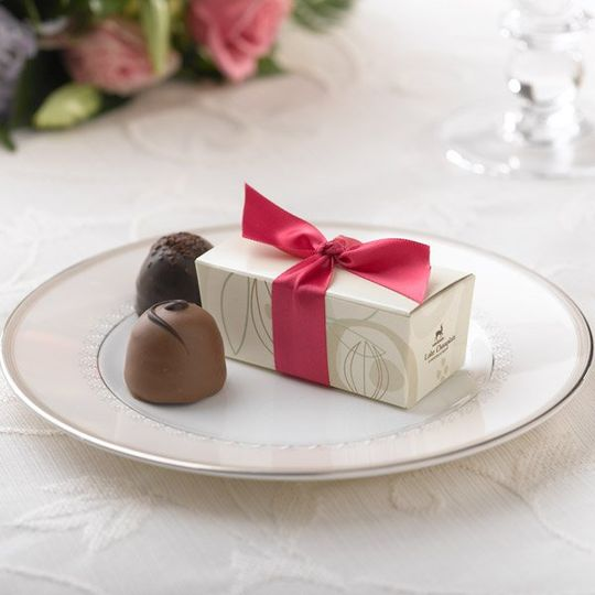 Cocoa Pod Favor Box - Raspberyy Ribbon