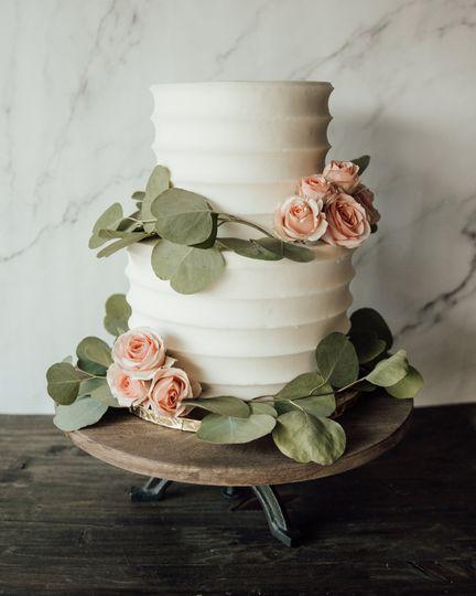 sm white wedding cake 5 51 1928595 160192424544073