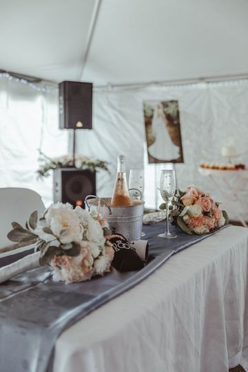 Carefully curated sweetheart table