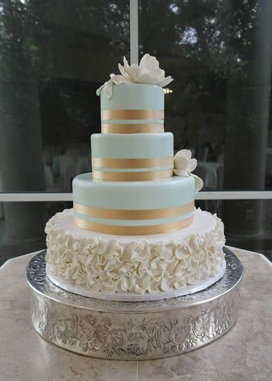 Gold bands on cake