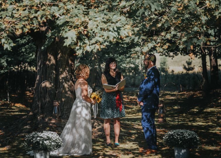 A summer wedding under a maple tree Photo by Sunny Days Photography (2017)