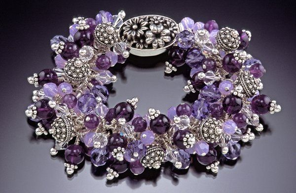 This is my signature bracelet, and was featured on the cover of Bead Unique magazine.  It can be...