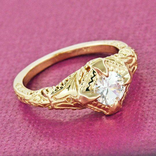 https://www.antiquejewelrymall.com/products/r161y125d