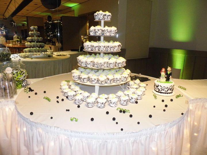 Wedding cake table linens