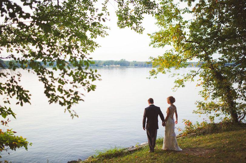 67313e9ca43116ff 1532636117 03a733cdf1a1039f 1532635784876 4 Wedding on water