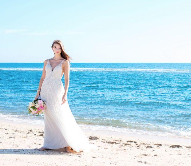 4809c56850eec03c 1523991327 dd698ee7f451f09b 1523991318537 2 flowy wedding dres