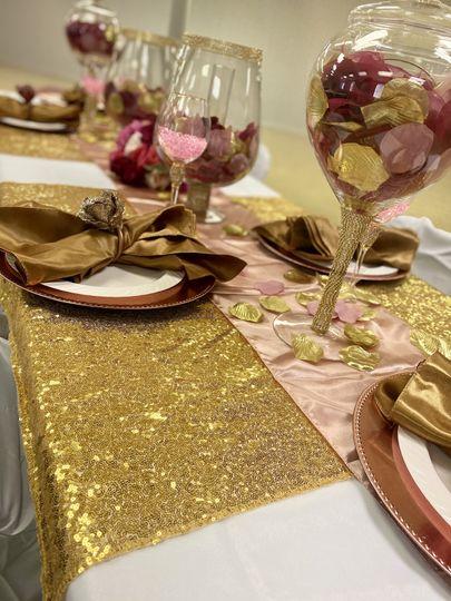 Splash of Gold Table Setting
