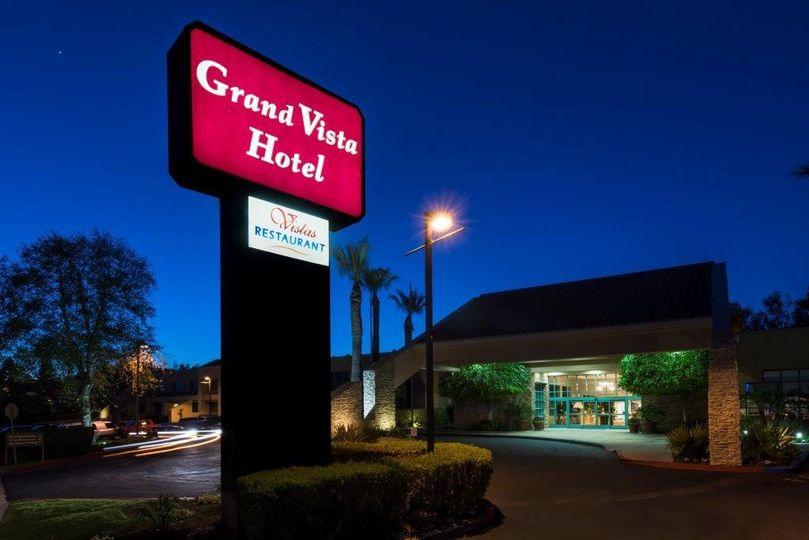 Grand Vista Hotel @ night