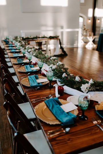 Long tables | Photography by Peyton Byford