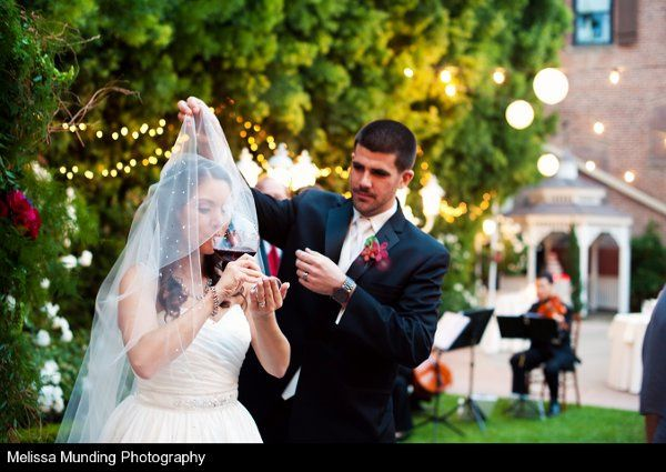 Unveiling the bride | Photography by Melissa Munding