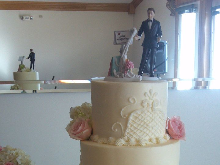 Tmx 1492793001115 2012 09 0817 21 14505 Greenwood, Indiana wedding cake