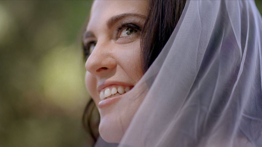 Fresh-faced Bride with Veil