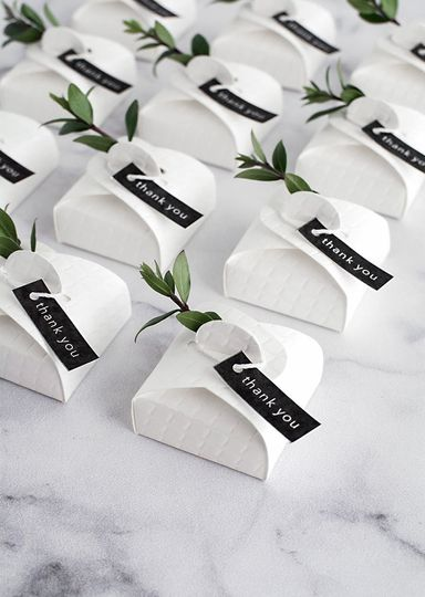 Custom box favor & place cards