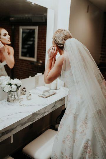 Bride preparing | Photo: Be Images