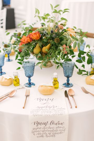 Table setting  | Photo by Karlye Melynn Photography