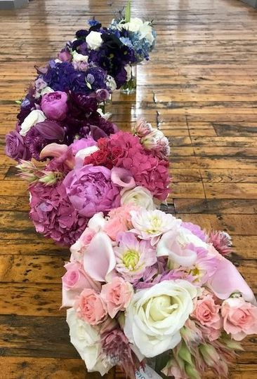 Ombre bridesmaid bouquets