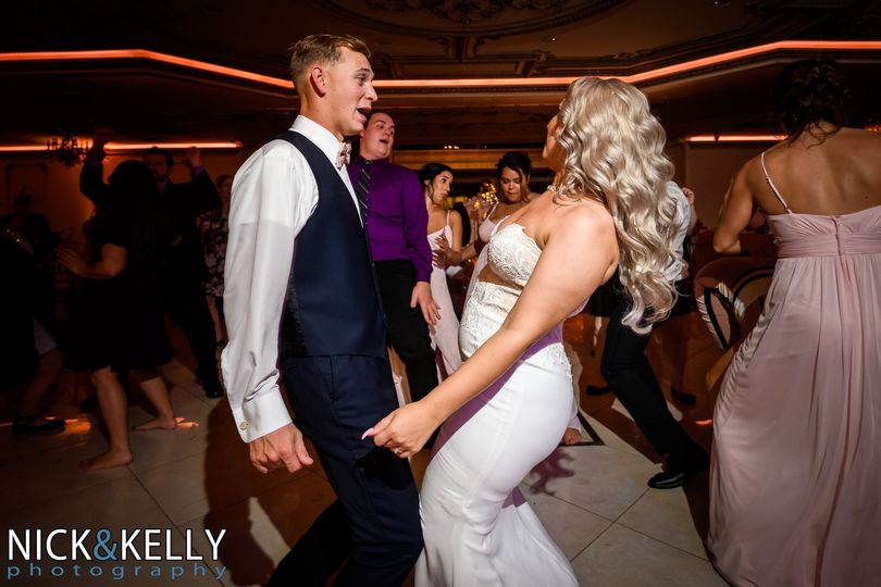 Bride & Groom Bust a move