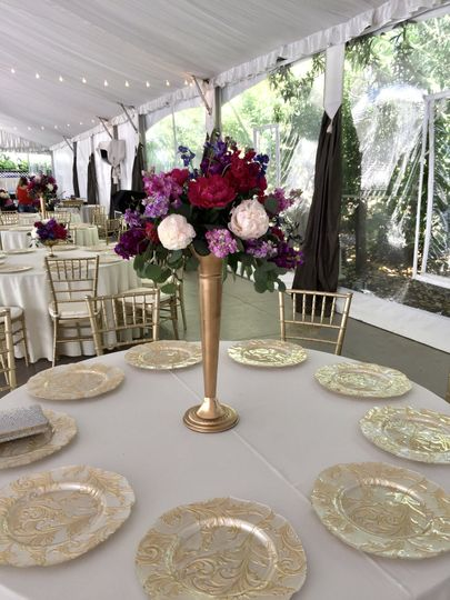 Tall centerpiece with gold tru