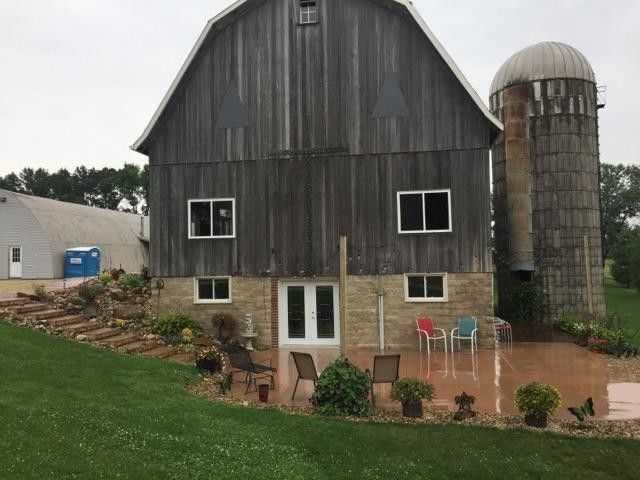 Pondview Barn
