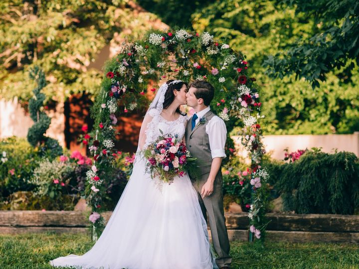 Tmx Holeman Formals 00569 03602 51 41106 158032937257464 Knoxville, TN wedding florist