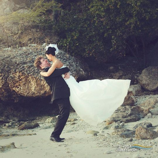 An Amazing Couple from Europe Celebrating their Vow Renewal on the Beach