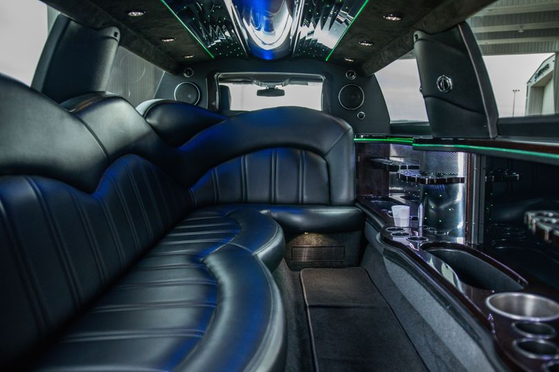 MKT Stretch Limo (8 pax)