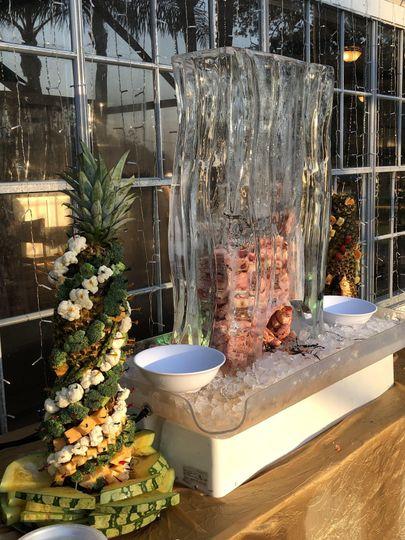 Ice Sculpture & boiled shrimp