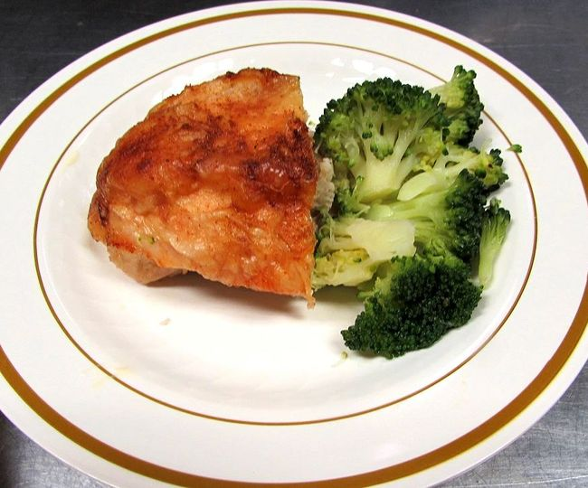 Stuffed chicken breast with brocolli